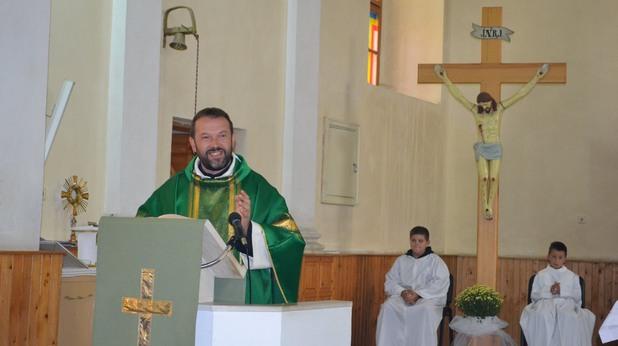 Отец Паоло Кортези се върна в Белене