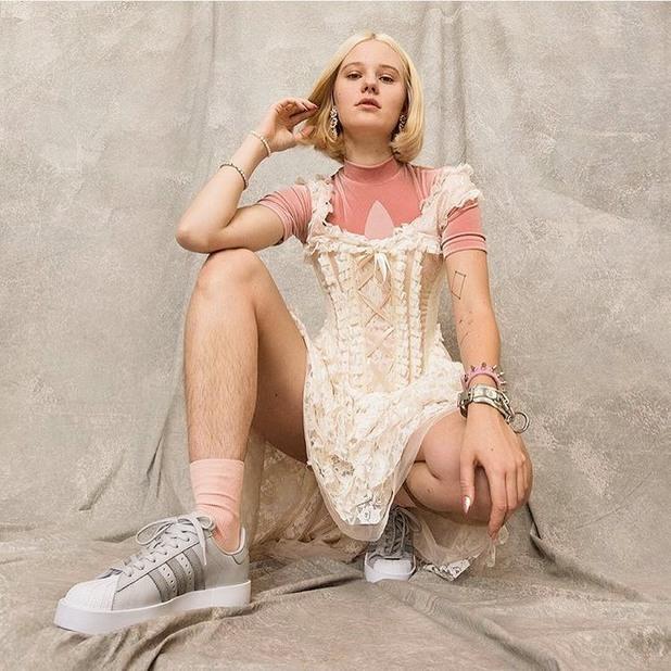 арвида, модел, космати крака
