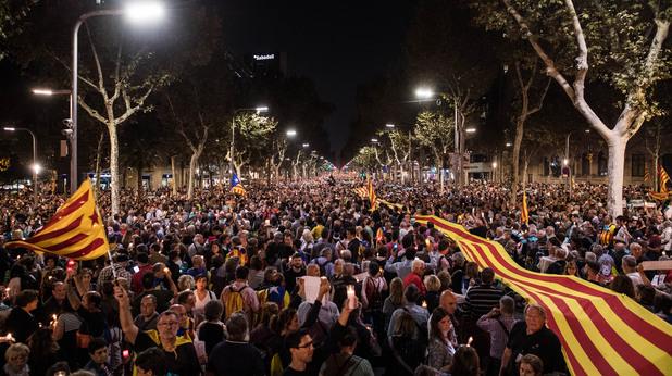 Масов митинг в Каталуния в защита на двама арестувани сепаратистки лидери