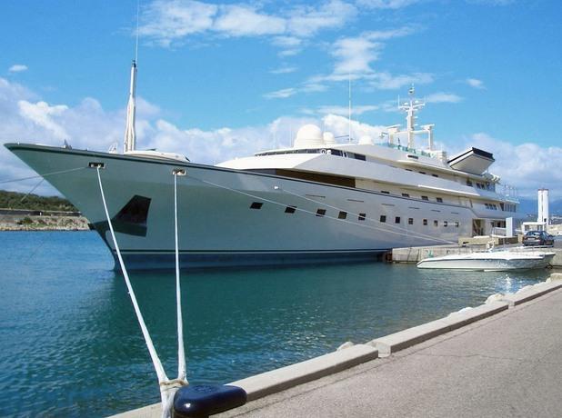 Яхтата на принц Алуалид