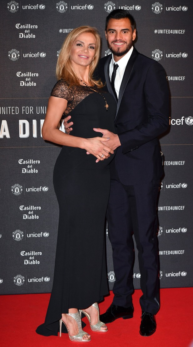 Серхио Ромеро и бременната Елиана Герсио