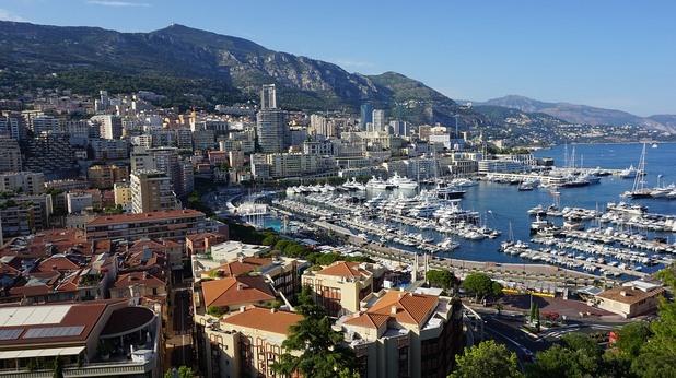 Монако: Битката на Монако: Богатството срещу морето