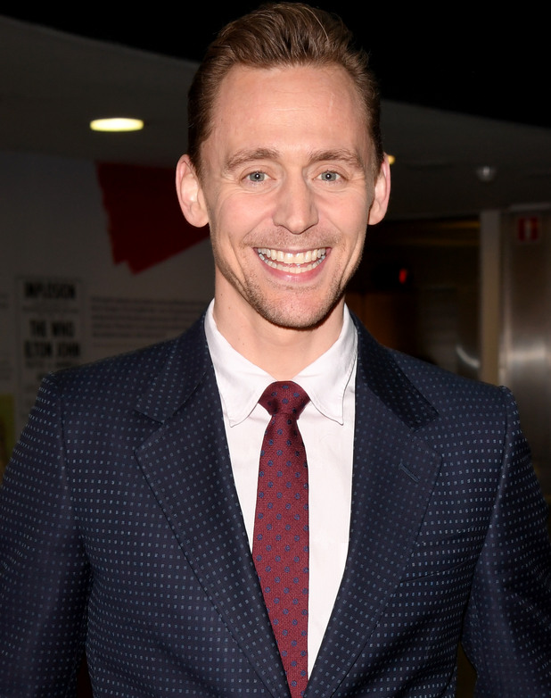 том хидълстън, усмивка