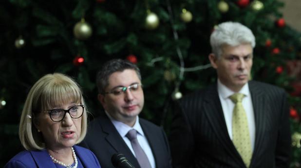 Цачева обявява решението на Министерството на правосъдието за имотите на Симеон Сакскобургготски