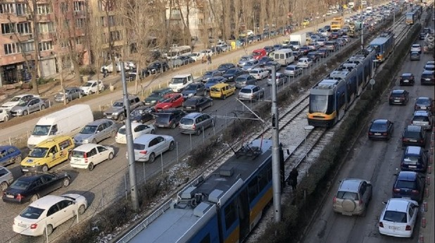 Авария блокира градския транспорт