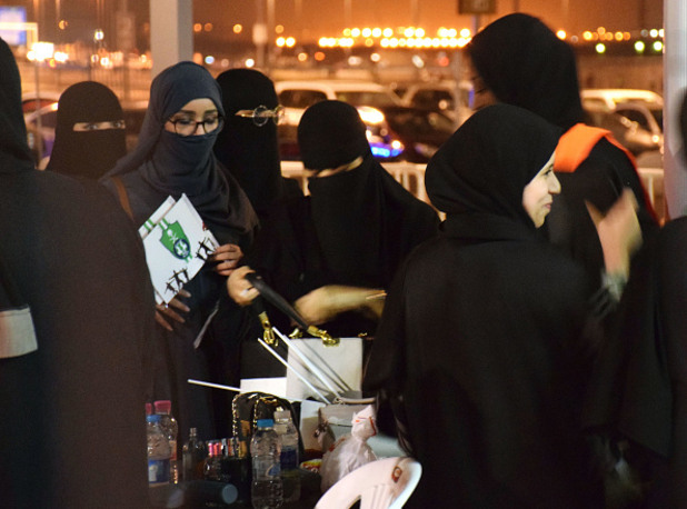 жени на стадиона,саудитска арабия