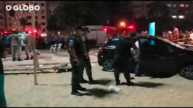 Кола се заби в пешеходци на Копакабана