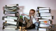 бюрократ, чиновник, отегчен чиновник
