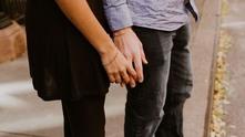 хванати за ръце