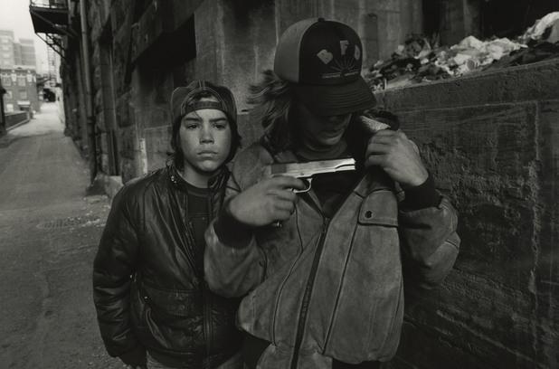 Мери Елън Марк © Плъха и Майк с пистолет, 1983