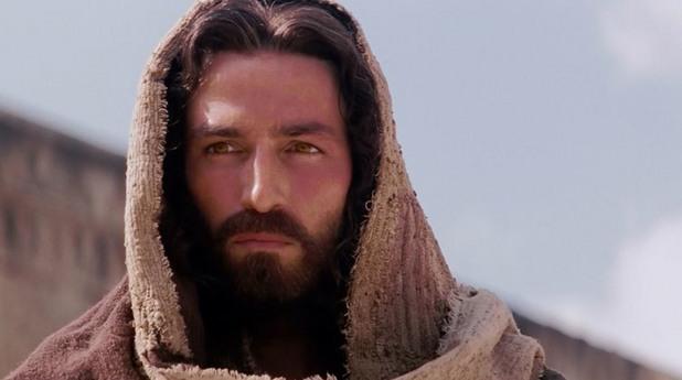 Джим Кавийзъл като Исус Христос