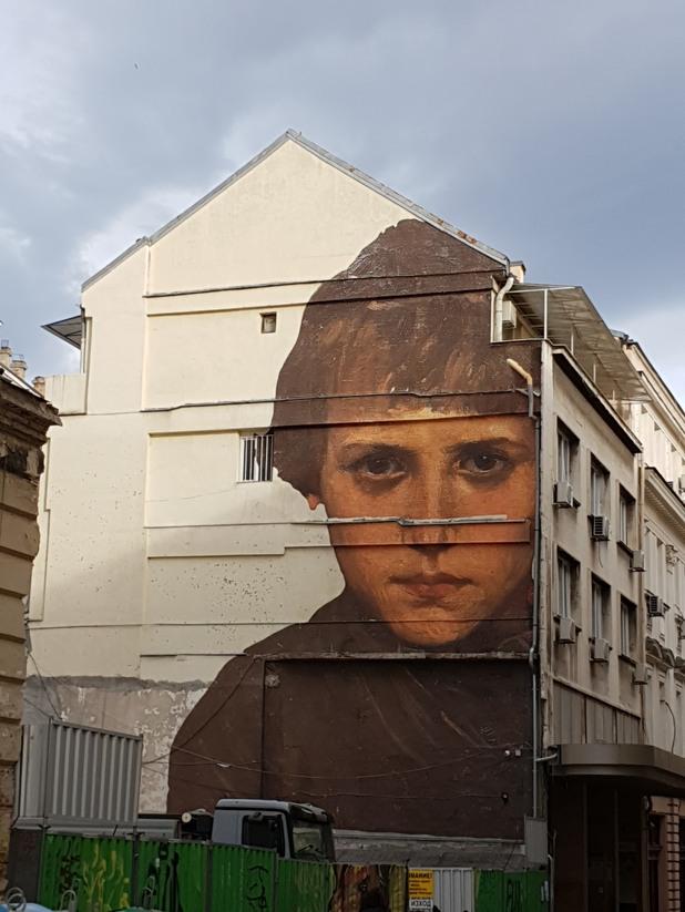 Лицето от стената