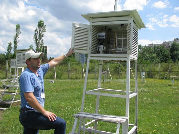 Климатична станция в метеорологичния парк – оттук се мери какво е времето в София