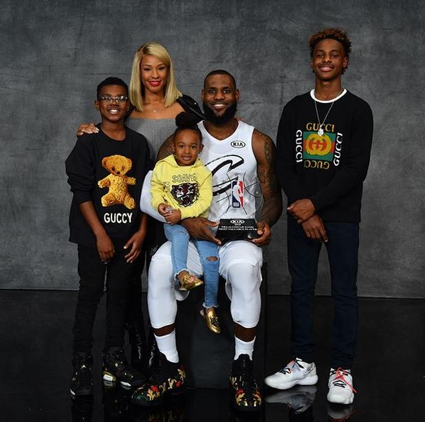леброн със семейството си