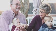 баба и дядо, възрастни хора, пенсионери, усмихнати пенсионери, щастливи пенсионери
