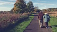 стари хора, пенсионери, възрастна двойка