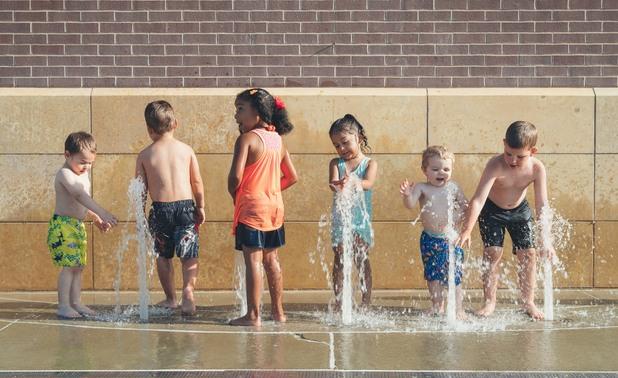 жега, деца, деца и вода