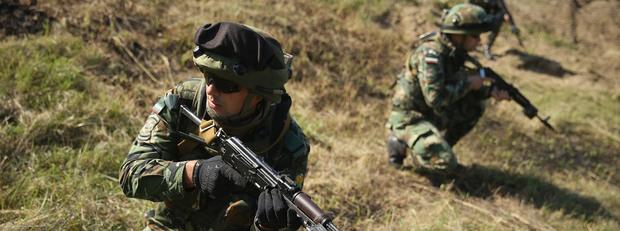 Български войници на учение