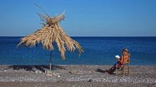 жена на плажа