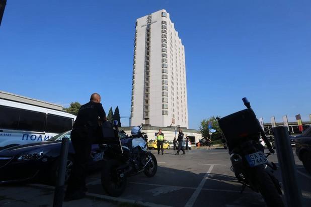 """Полиция пред хотел """"Маринела"""""""