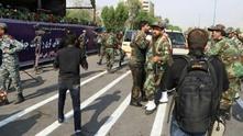 Стрелба по време на военен парад в Иран