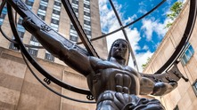 """Статуята на Атлас в Центъра """"Рокфелер"""" в Ню Йорк - символ на капитализма"""