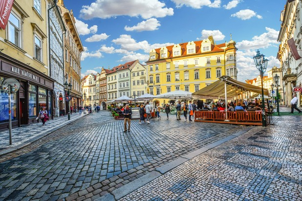 площадът на стария град