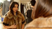 Ким Кардашиян в кожено палто