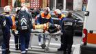 спасителни екипи след експлозията в пекарна в париж