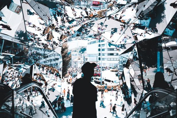 Конър Хендерсън, Австралия - The mirrored entrance of Tokyu Plaza