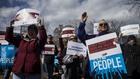 Протест във Вашингтон срещу извънредното положение, обявено от Доналд Тръмп