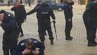 Полицаи се обгазяват със сълзотворен газ на протест пред Министерския съвет