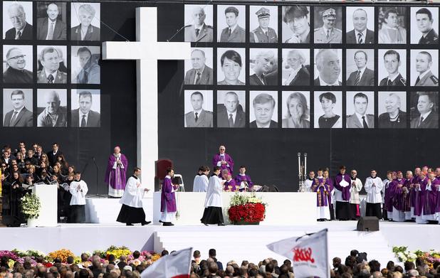 литургия в памет на загиналите при самолетната катастрофа край смоленск