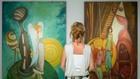 Жена в галерия