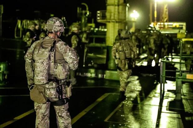 Британски кралски морски пехотинци на борда на Grace 1